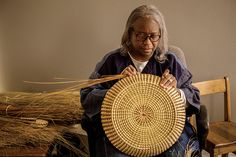 With a devotion to perfection and a penchant for innovation, Mary Jackson has taken the age-old art of sweetgrass basket weaving to the world stage