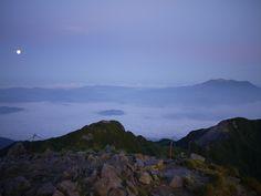 2011-08-14 木曽駒ヶ岳山頂にて、早朝の雲海  Chuou Alps in Japan