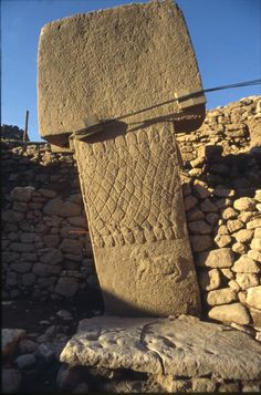 Pillar 1 in Enclosure A shows a net-like pattern formed of snakes and a ram. Gö… Pillar 1 in Enclosure A shows a net-like pattern formed of snakes and a ram. Ancient Mysteries, Ancient Artifacts, Ancient Aliens, Ancient History, Mystery Of History, Stone Age, Ancient Civilizations, Temple, Ancient Architecture