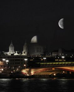1/2 Moon & 1/2 St Paul's Dome