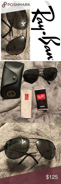 Ray-Ban Aviator sunglasses, Black/Grey Green NWOT A classic iconic pair of Ray-Ban  sunglasses. Metal Imported Metal frame Crystal lens Non-Polarized 100% UV protection coating NWOT- New without tags, never worn, except to try on in store.  Color Black/GREY GREEN Ray-Ban Accessories Glasses