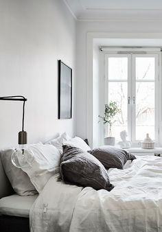 makkari < be authentic > Small Room Bedroom, Dream Bedroom, Unique Home Decor, Cheap Home Decor, Bedroom Inspo, Bedroom Decor, My New Room, Minimalist Home, House Rooms