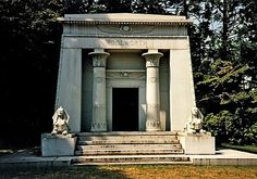 The many mysterious and tragic events that befell the Woolworths after constructing the Woolworth Building - The Bowery Boys: New York City History Unusual Headstones, Woodlawn Cemetery, The Bowery Boys, Woolworth Building, Manhattan Apartment, Front Gates, Acre, New York City, Gazebo