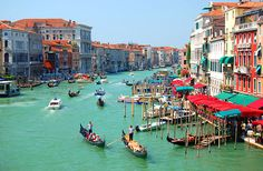 Incredible is the only word that rings in the minds of vacationers visiting Venice Tourist Attractions. Venice Tourist Attractions are some of the romantic and wonderful locations the place time has stood still. Italy Vacation, Italy Travel, Venice Tourist Attractions, Cool Places To Visit, Places To Travel, Places Around The World, Around The Worlds, Canal 1, Cities In Italy