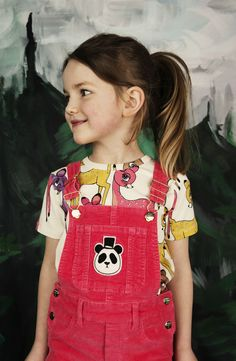 Description Classic corduroy dungarees with Mini Rodini's adorable panda patch on the front pocket, need we say more? These organic baby overalls have adjustable shoulder straps, front and back pocket