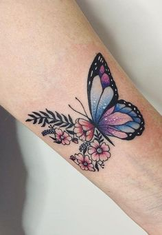 Butterfly, which runs through the times and culture, is a completely abnormal and inspiring metaphor. Because it changes from eggs to caterpillars to pupae, and finally to the amazing and beautiful butterflies, its changes are impressive. It's a lo Butterfly With Flowers Tattoo, Butterfly Tattoos For Women, Butterfly Tattoo Designs, Tattoo Designs For Women, Realistic Butterfly Tattoo, Butterfly Sleeve Tattoo, Watercolor Butterfly Tattoo, Watercolor Tattoo Flowers, Lilly Tattoo Design