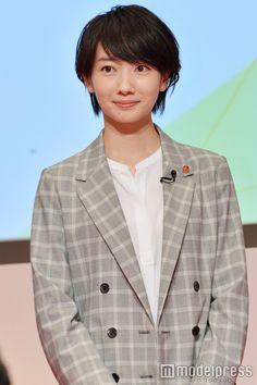 (画像15/22)波瑠&鈴木京香ら、テレビ朝日入社式にサプライズ登場 プレゼントを手渡し
