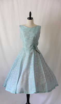 1950's Vintage Ice Blue Taffeta Sleeveless Full Skirt Party Frock