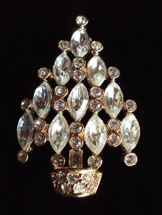 Stunning Christmas Tree Pin Brooch