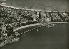 Aerial view of Manly, New South Wales. (Photo undated).  http://archivesoutside.records.nsw.gov.au/can-you-date-this-photograph-manly-2/.  v@e.