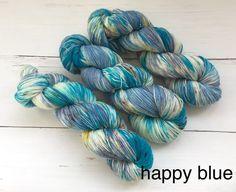 Variegated Blue-Sock yarn - Hand dyed yarn, 75/25% superwashed merino wool /nylon door AtelierSopra op Etsy