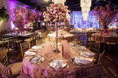 Festa de 15 anos de Luisa Salomão: decoração em tons de rosa e dourado - Constance Zahn   15 anos