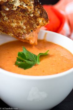 Antifungal recipes coconut milk Vegan Cream of Tomato Soup: A Homemade version of Cambpells tomato soup that is also gluten-free, dairy-free, vegan and paleo Dairy Free Recipes, Whole Food Recipes, Vegetarian Recipes, Healthy Recipes, Healthy Soup, Dairy Free Soup, Paleo Soup, Dairy Free Dinners, Gluten Free Vegan