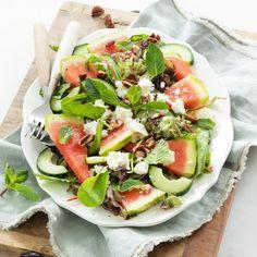 Watermeloen salade met feta - Leuke recepten Veggie Recipes, Healthy Recipes, Veggie Meals, Healthy Food, Love Food, Cobb Salad, Barbecue, Food And Drink, Easy Meals