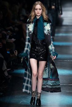 Roberto Cavalli Fall 2015 Ready-to-Wear Fashion Show Collection: See the complete Roberto Cavalli Fall 2015 Ready-to-Wear collection. Look 16 Love Fashion, Runway Fashion, Fashion Show, Autumn Fashion, Fashion Outfits, Fashion Trends, Milan Fashion, Fashion 2015, Roberto Cavalli