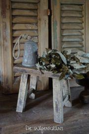 Oud houten krukje, klein