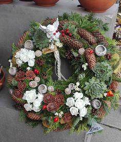 König Tímea Kegyelet 2016. Christmas Wreaths, Christmas Decorations, Holiday Decor, Flower Bouquet Wedding, Pine Cones, Funeral, Diy Crafts, Autumn, Flowers