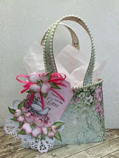 Today I have a tutorial on the Heartfelt Creations blog! A quick and easy tote bag for you to make. Perfect for Valentines but so ver...