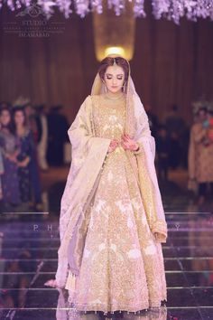 Ali Xeeshan bride in a white and gold gown Pakistani Bridal Wear, Pakistani Wedding Dresses, Bridal Lehenga, Indian Bridal, Indian Dresses, Bridal Outfits, Bridal Dresses, Pretty Dresses, Beautiful Dresses