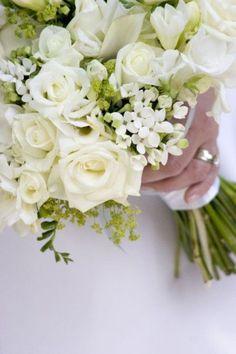 White bouquet - Wedding look