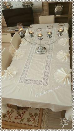 Masa ortusu Interior Exterior, Table Settings, Elegance Fashion, Interiors, Table Top Decorations, Place Settings, Desk Layout