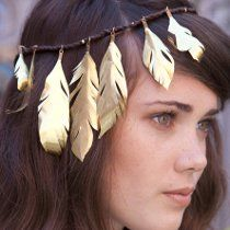 This Gilded Feather Headband is easy to make and fun to wear. If you're interested in summer bohemian style, this headband is the perfect piece, or make it a necklace instead! Plus it gives you a chance to play around with metal jewelry making. Wire Necklace, Diy Earrings, Necklaces, Hippie Jewelry, Beaded Jewelry, Jewellery Diy, Beading Patterns Free, Bead Patterns, Metal Jewelry Making