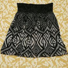 WHITE HOUSE BLACK MARKET skirt Black House White Market elastic waist, above the knee skirt White House Black Market Skirts Midi