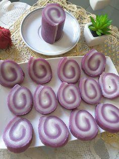 Talam gulung ubi ungu Sebrlumnya saya pernah buat versi ubi kuning.. sekarang sama sama buat dari ubi lagi beda warna.. orang blg warna jan...