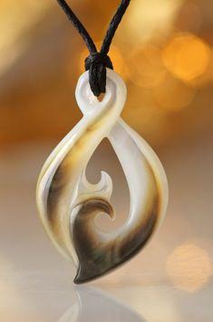 Maori Symbol der Freundschaft | Perlmutt Twist Pikorua | Fundinsel Shop