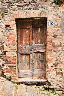 Montalcino, Tuscany, Italy (not Downing Street, obviouly) Old Wooden Doors, Rustic Doors, Old Doors, Windows And Doors, Door Entryway, Entrance Doors, Doorway, Knobs And Knockers, Door Knobs
