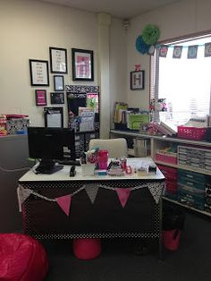 Best teachers desk I have seen in a while! Can't wait to get my own classroom so I can do things like this