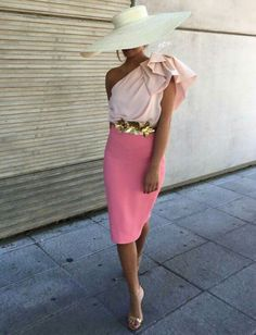 Pink lady with hat style Races Fashion, Girl Fashion, Womens Fashion, Kentucky Derby Fashion, Look Rose, Derby Outfits, Look Formal, Mein Style, Pink Lady