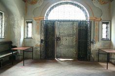 Kościół w Oliwie. Piękne stare drzwi.