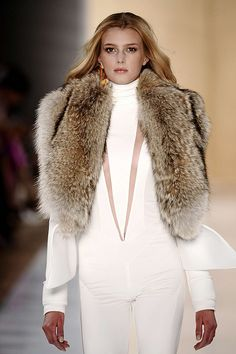 fur<3 loue white suite loue cut out loue fur loue blend of tones of fur loue all I can see I remember this garment