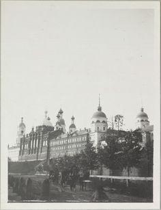 O mosteiro de Sarov, mostrando paredes e catedrais