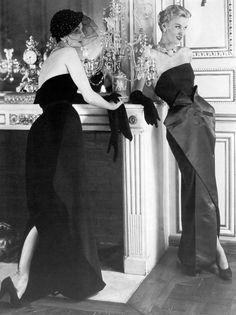 Barbara Goalen(l), photo by Horst, 1949