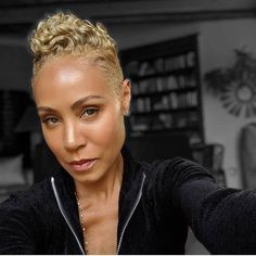 """""""When that Sandy blonde drip you use to rock in the still goes hard"""" Jada Pinkett Smith Natural Hair Cuts, Natural Hair Styles, African American Short Haircuts, Sandy Blonde, Golden Blonde, Cut Life, Celebrity Hairstyles, Black Hairstyles, Short Sassy Hairstyles"""