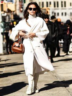 Mira Duma zeigt uns die schönsten Mantelfarben und wir erklären die Vor- und Nachteile daran. Im Anschluss könnt ihr die coolen Coats sofort nachshoppen.