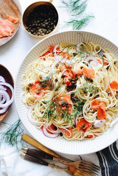 Creamy Spaghetti with Smoked Salmon and Fried Capers (Bev Cooks) Smoked Salmon Recipes, Fish Recipes, Seafood Recipes, Seafood Pasta, Noodle Recipes, Dinner Recipes, Creamy Spaghetti, Creamy Pasta, Bon Appetit