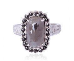 Bague haut de gamme en or blanc 18 cts et diamant slice. Joli modèle serti de diamant anthracite et pavé de brillants.