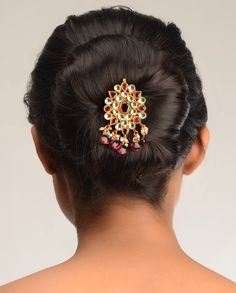 """Anamika Kundan Hair Pin by Bansri Joaillerie- I just like the idea of """"hair-jewelry"""" Indian Bridal Hairstyles, Trendy Hairstyles, Braided Hairstyles, Wedding Hairstyles, Indian Accessories, Bridal Hair Accessories, Indian Wedding Jewelry, Indian Jewelry, Hair Jewelry"""