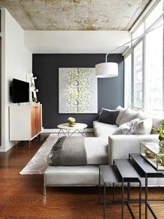 aménager-une-petite-chambre-sofa-d'angle-petit-meuble-de-tv-plafond-en-béton-ciré