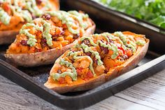 Ditch the good old potato skins and say hello to stuffed sweet potatoes with avocado sauce. This vegan recipe is incredibly easy to make, try it!