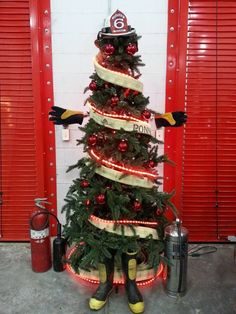Firefighter Idea: A fantastic way to reuse and recycle old Equipment & tools and turn it into something useful: a tree. Winter Christmas, Christmas Holidays, Christmas Crafts, Christmas Decorations, Christmas Photos, Firefighter Room, Volunteer Firefighter, Firefighter Equipment, Firefighter Wedding
