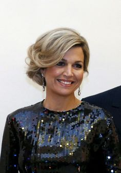 Queen Maxima rocks in a Nina Ricci dress, love it! … at the opening concert for the Dutch presidency of the European Union council at the Bozar on January 2016 in Brussels, Belgium Gold Makeup Looks, Rose Gold Makeup, Very Beautiful Woman, Paolo Roversi, Casa Real, Sharon Tate, Queen Hair, Rosie Huntington Whiteley, Queen Maxima