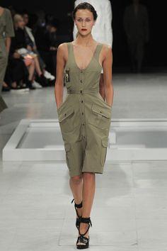 Chalayan Parigi - Spring Summer 2016 Ready-To-Wear - Shows - Vogue. Fashion Week, Runway Fashion, Spring Fashion, High Fashion, Fashion Show, Womens Fashion, Fashion Trends, Uk Fashion, Paris Fashion