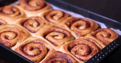 Who could resist these homemade cinnamon rolls? Rich and fluffy, with their soft, buttery interior they are totally irresistible. The smell while baking is u. Bread Bun, Rolls Recipe, Cinnamon Rolls, Cinnamon Recipe, Coco, Great Recipes, Breakfast Recipes, Sweet Tooth, Cooking Recipes