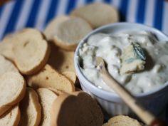 Que tal caprichar no molho do seu hambúrguer com essa deliciosa pastinha de gorgonzola? Aprenda a fazer em http://gordelicias.biz.