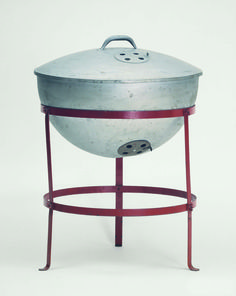 George Stephen invented the Weber kettle grill in 1952 and sparked a backyard revolution. First manufactured by Weber Brothers Metal Works, Palatine, IL. Stephen bought out the Weber brothers in the naming the company Weber-Stephen Products Company. Weber Barbecue, Barbecue Grill, Barbacoa, Weber Kettle, American Diet, Charcoal Grill, Kitchen Tools, Metal Working, Inventions