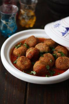 """750g vous propose la recette """"Tajine de Boulettes de lentilles"""" notée 4.5/5 par 4 votants. Raw Food Recipes, Veggie Recipes, Cooking Recipes, Healthy Recipes, Vegetarian Cooking, Vegetarian Recipes, Algerian Recipes, Salty Foods, Ramadan Recipes"""